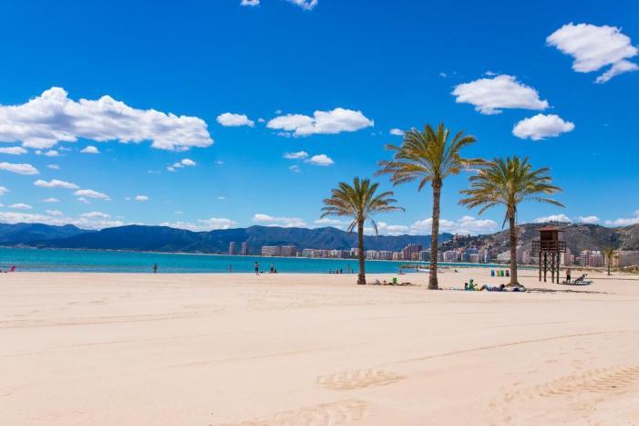 L'Ajuntament de València contractarà 68 joves menors de 30 anys per a realitzar labors d'informació i suport a les platges amb estiu segur