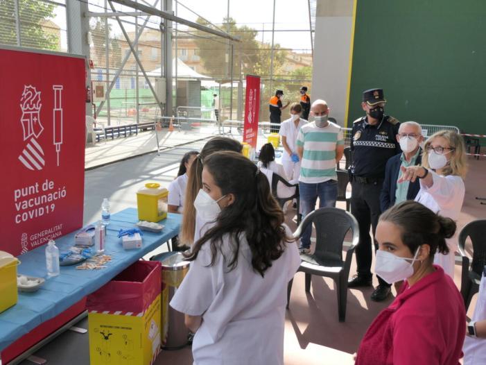 Alboraia inicia el seu primer dia de vacunació massiva en la Ciutat de l'Esport