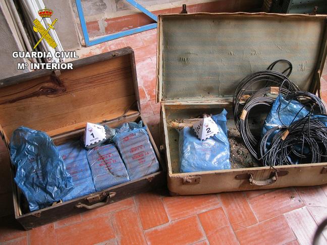 La Guàrdia Civil destrueix una caixa amb supòsits explosius en estat de va abandonar i deteriorats trobats en un habitatge de Sumacàrcer