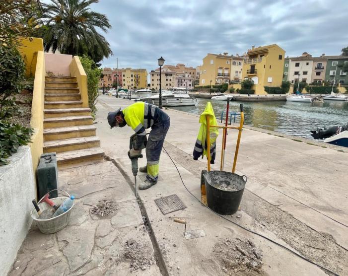 Alboraya renueva el sistema de riego de los jardines de la dársena de Port Saplaya