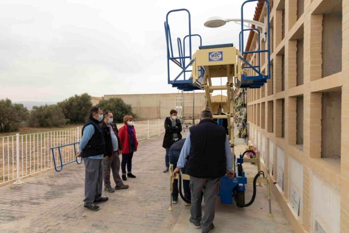 L'Ajuntament de Picassent adquireix una màquina elevadora per al Cementeri municipal