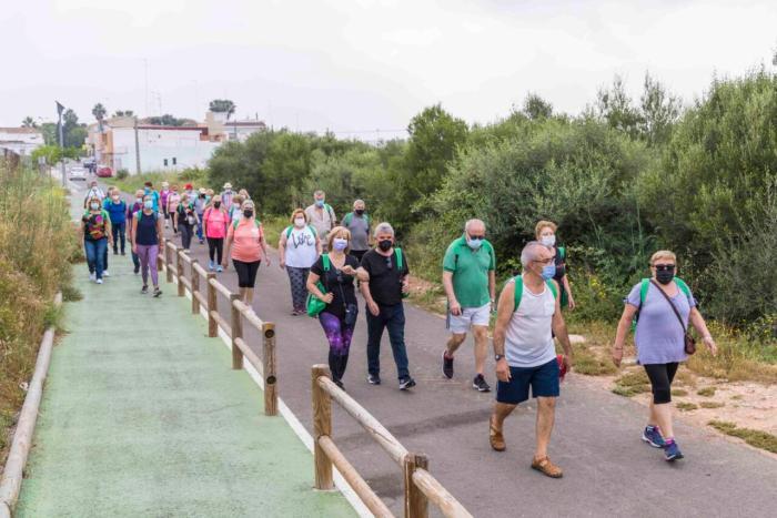 Més d'un centenar de persones participen d'un passeig saludable amb les rutes Bategant Picassent