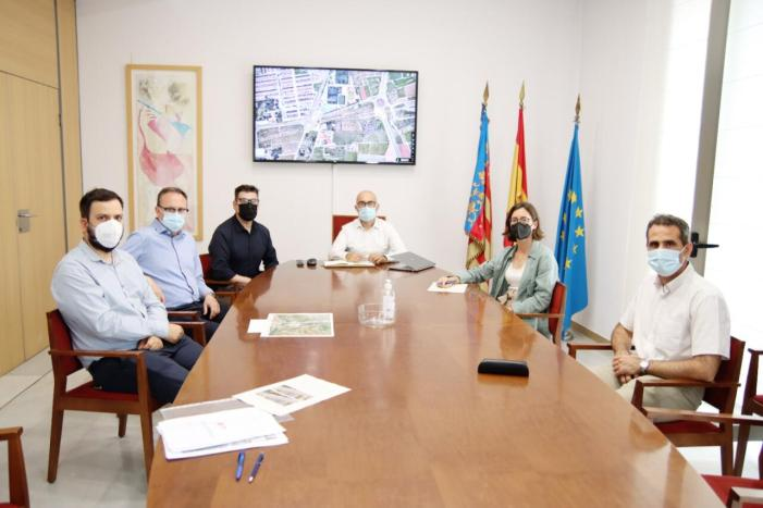 L'alcalde d'Alaquàs es reuneix amb la directora general d'obres públiques per a tractar  projectes de mobilitat per al municipi