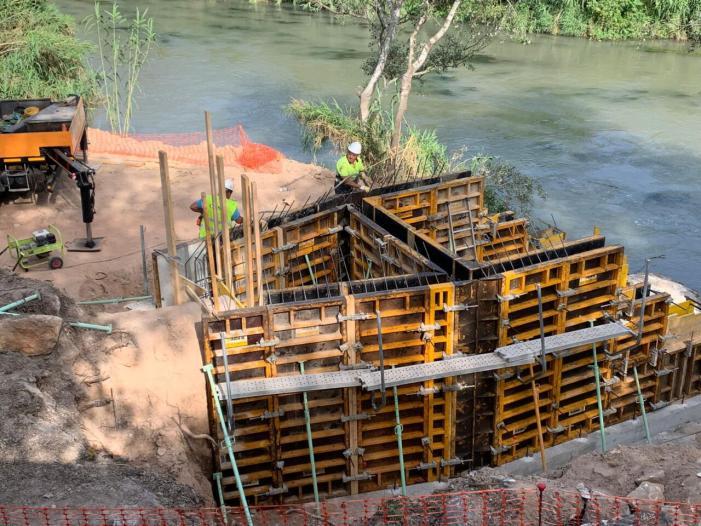 Una vàlvula antiretorn en la boca del desaigüe del clavegueram al riu evitarà la inundabilitat en el nucli urbà d'Alzira