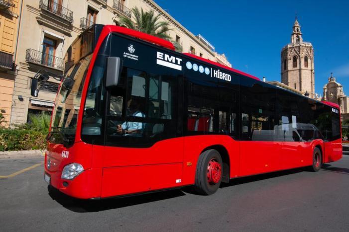 L'EMT redueix de 13 a 7,3 anys l'edat mitjana dels seus autobusos