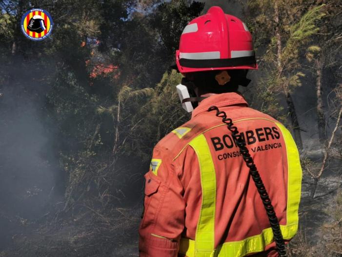 Intervenció del Consorci de Bombers de València a un incendi forestal a Rafelguaraf