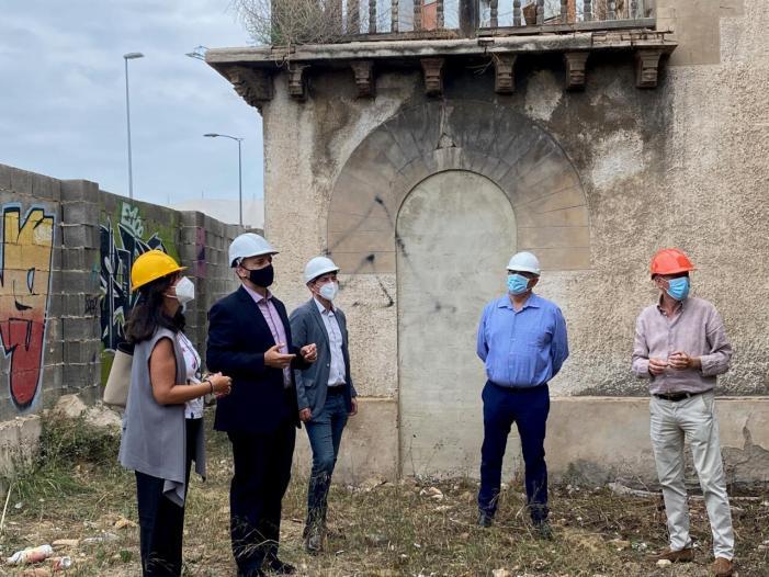 L'alcalde de Burjassot, Rafa García, i el Vicepresident segon de la Generalitat, Rubén Martínez Dalmau, visiten la reconstrucció del xalet de Garín que donarà lloc a un nou centre social