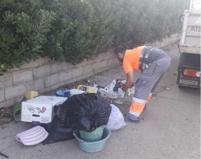 L'Ajuntament d'Alzira apel·la al civisme del veïnat perquè no dipositen bosses de fem al camí de l'ombria