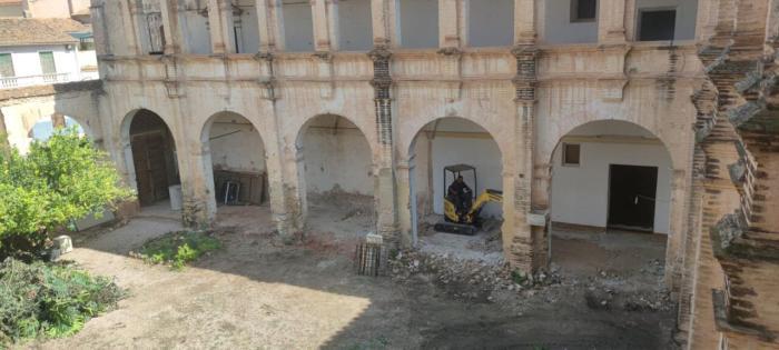 Llombai inicia el procés de renovació del claustre del Convent dels Dominics