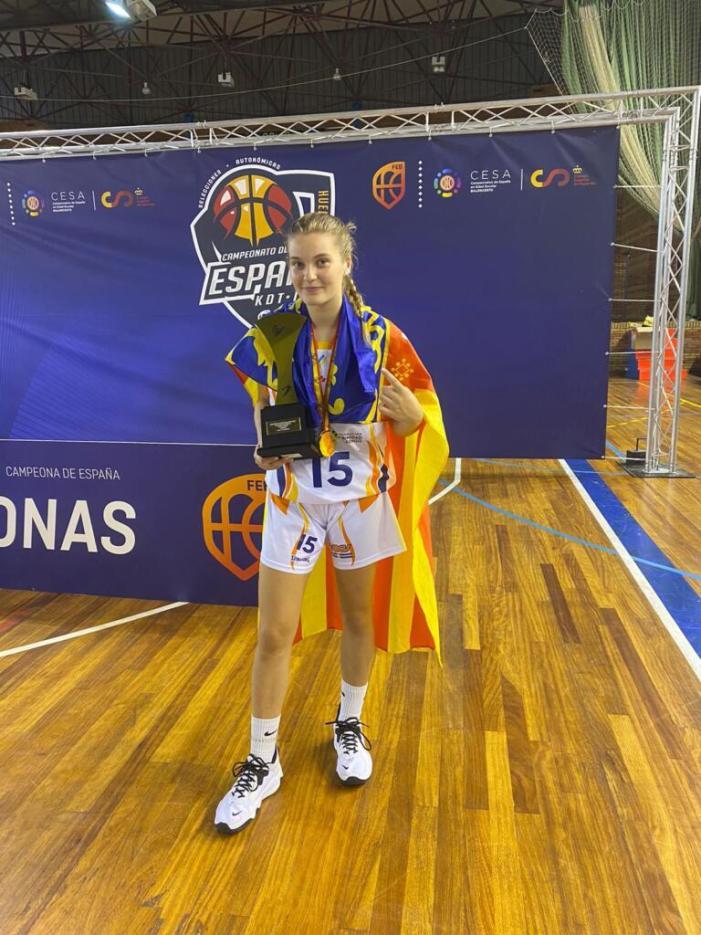 La jove alaquasera Celia Martínez. Campiona Espanya Bàsquet