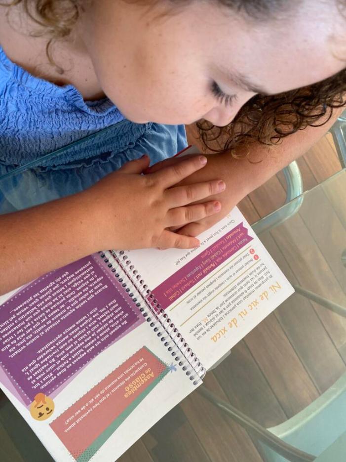 La casa de la Dóna de Quart de Poblet reparteix una agenda escolar entre l'alumnat de primària