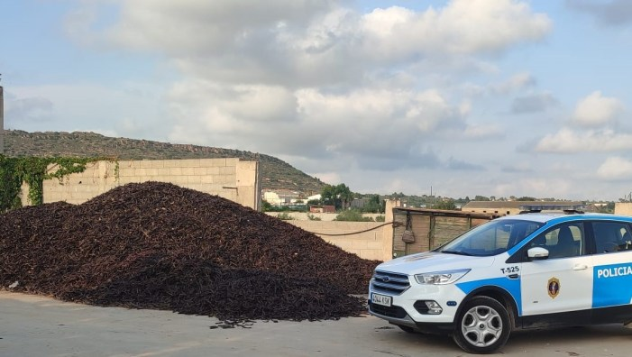 La Policia de la Generalitat incrementa els dispositius de control en magatzems de garrofa i ametla