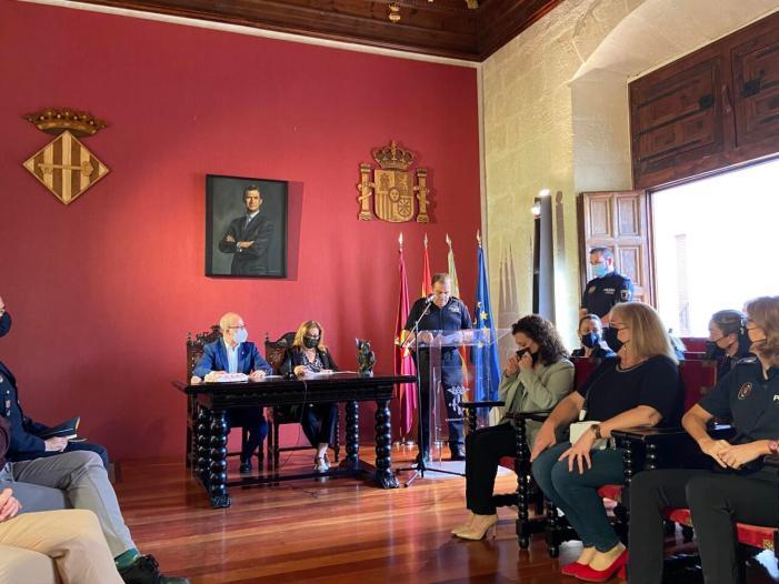 Alzira reconeix la labor de les dones policia en el 40 aniversari de la incorporació de la dona al Cos de la Policia Local