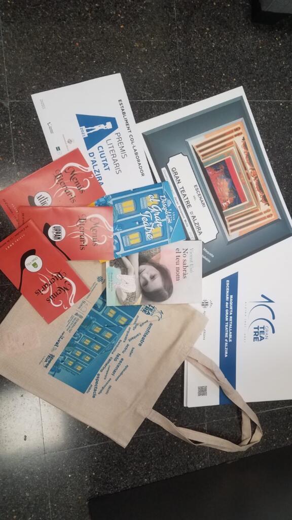Campanyes d'aparadors i menús literaris de la 33a edició dels Premis Literaris Ciutat d'Alzira