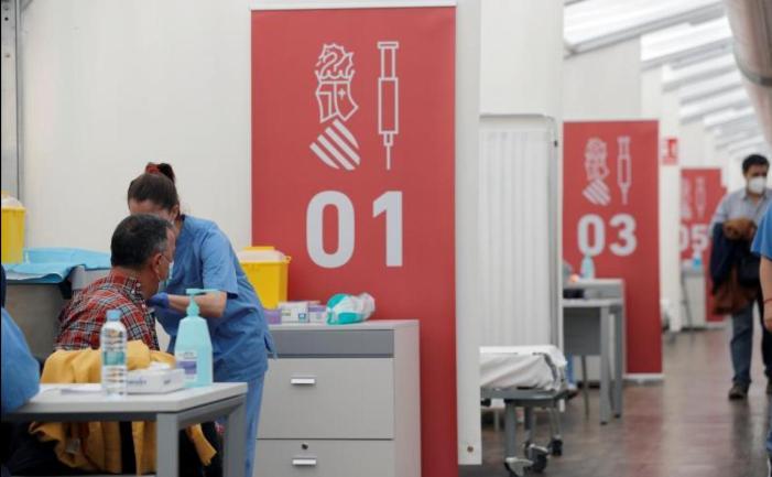 L'Ajuntament retrà homenatge als sanitaris que han estat al capdavant de la lluita contra la pandèmia