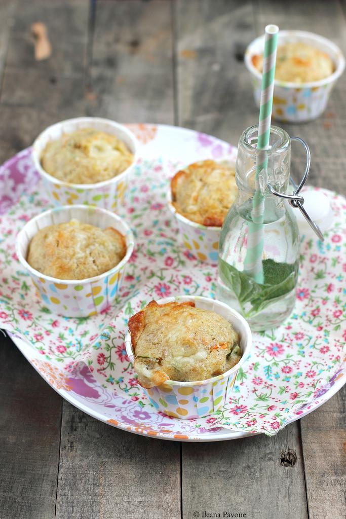 Muffin con zucchine e scamorza