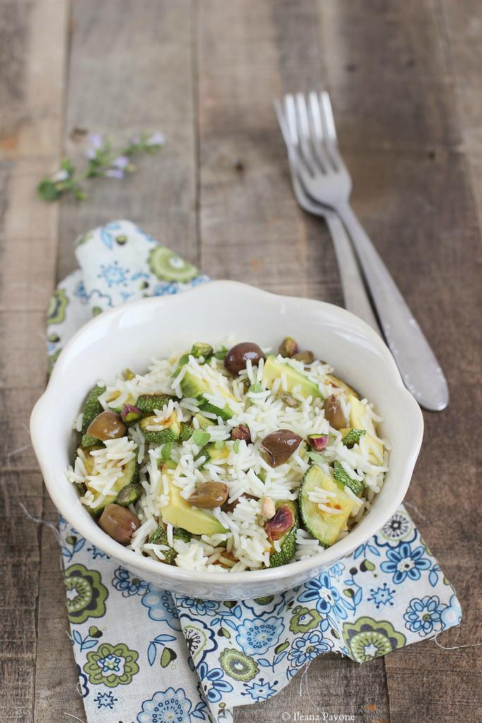 Insalata di riso basmati con zucchine e avocado