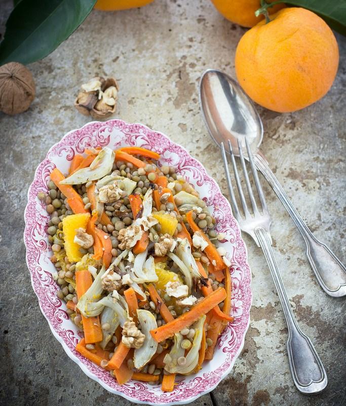 Insalata di lenticchie con verdure speziate, arance e noci