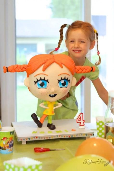 A gravity defying fun Pippi longstocking chibi cake for a Pippi birthday party - Eine Pippi Langstrumpf Chibi Torte, die der Gravitation trotzt für eine Pippi Geburtstagsparty