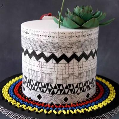 Muttertagstorte mit afrikanischem Muster