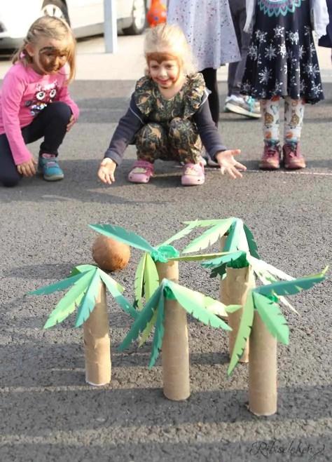 Partyspiel Palmenkegeln mit Kokosnuss