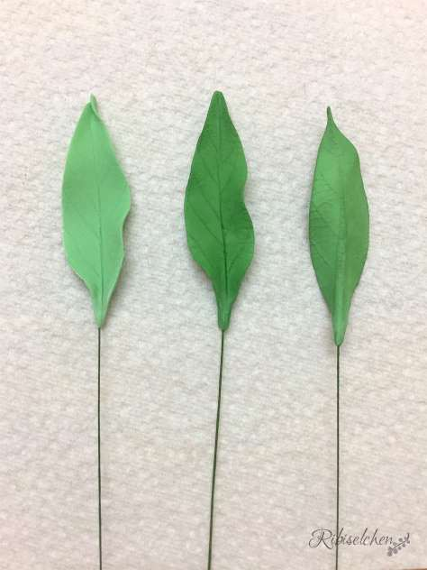 Blätter aus Blütenpaste