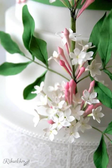 Hochzeitstorte Jasminblüten
