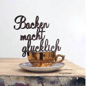 Schriftzug aus Holz: Backen macht glücklich