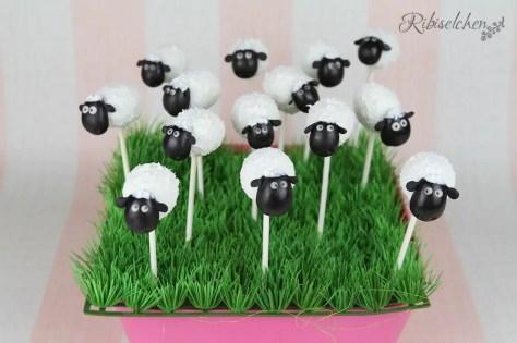 Schaf Cake Pops: Schritt-für-Schritt  Anleitung mit vielen Fotos. Perfekt für eine Bauernhofparty oder Schafparty!