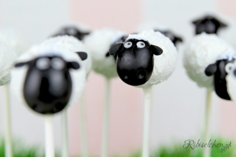 Shaun, das Schaf-Cake Pops: Schritt-für-Schritt  Anleitung mit vielen Fotos. Perfekt für eine Bauernhofparty oder Schafparty!
