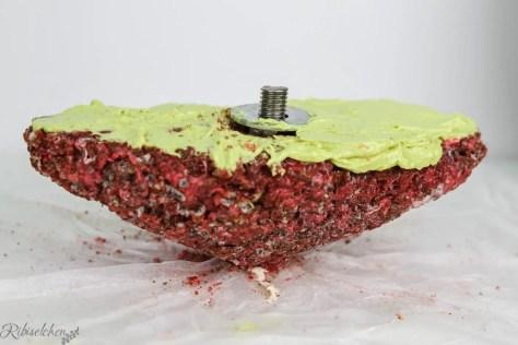 Boden der Herztorte aus Rice Krispies Masse