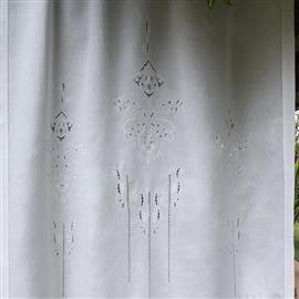 A seconda degli stili d'arredamento per interni, in una camera da letto si può optare per la scelte di tende ricamate. Tende Di Pizzo Ricamate A Mano In Lino Tende Antiche Ricamate A Punto Croce O Punto Antico Ricami E Pizzi