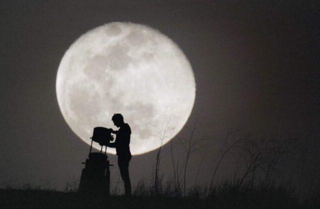 Wylie Overstreet e la luna