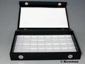 coffret 13x21 cm de transport interieur similicuir blanc 40 compartiments pour pierres taillees