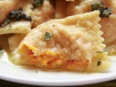 Ravioli alle noci con crema al gorgonzola