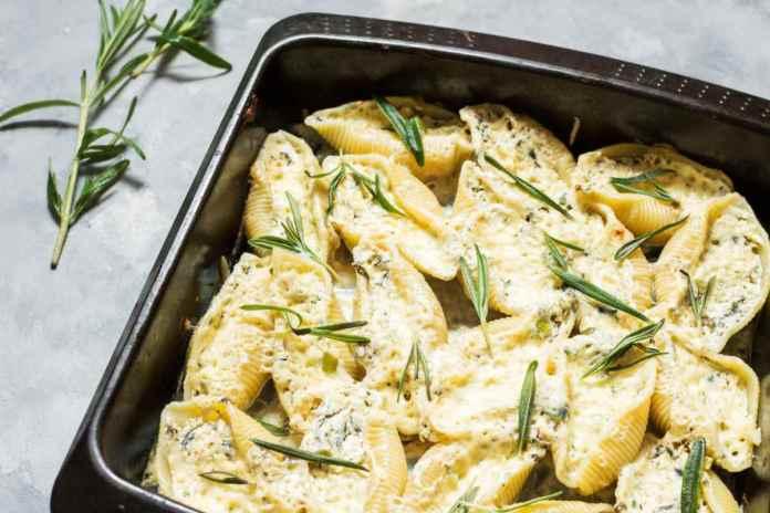Conchiglioni con salmone e zucchine