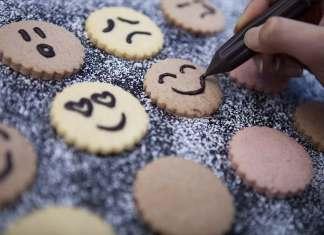 biscotti con faccine al cioccolato