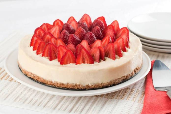 Cheesecake alle fragole e mascarpone - Ricettasprint.it