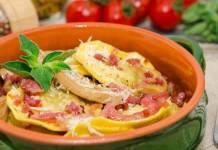 Ravioli con piselli, speck e formaggio