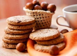 Biscotti crunchy con farina di Ceci e Nocciole - Ricettasprint.it