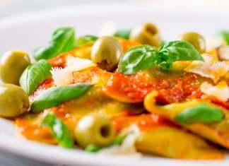 Pasta ripiena con pomodori ed olive verdi - ricettasprint