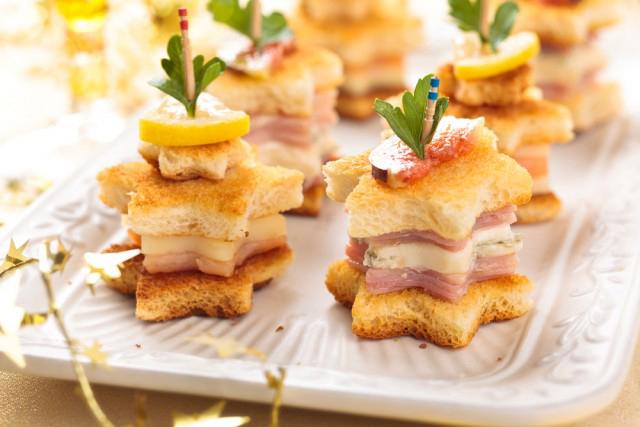Sono piatti di festa semplici ma originali per tutti i palati, ricette luminose, di … Antipasti Veloci 10 Ricette Sfiziose Per Chi Ha Poco Tempo