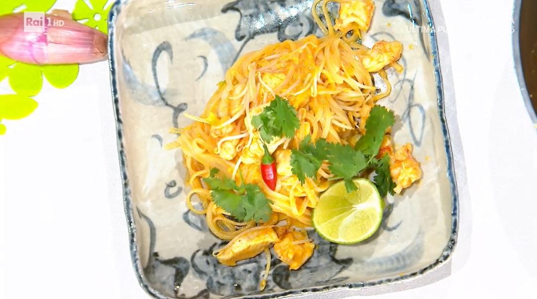 pad thai con gamberi e pollo