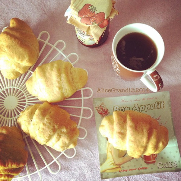 Brioches vegan farro lievito madre spelt croissants jam
