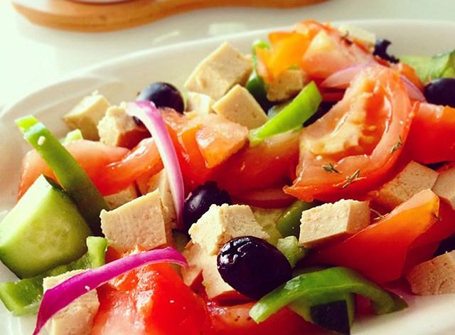 insalata greca greek salad tofu vegan