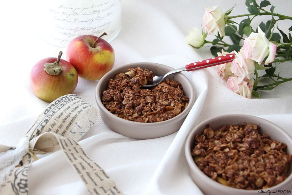 Crumble light di mele al cioccolato Oats apple crisp vegan gf