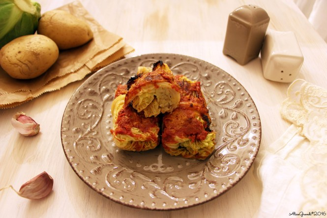 Involtini vegetariani verza e patate Vegetarian stuffed cabbage rolls