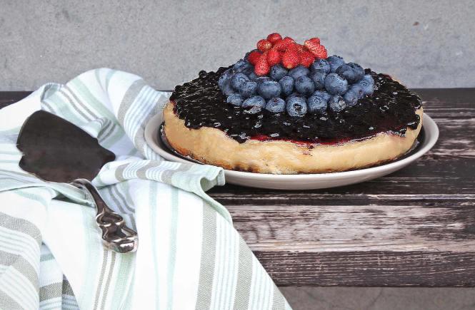 Cheesecake vegan cotta con yogurt e frutti di bosco