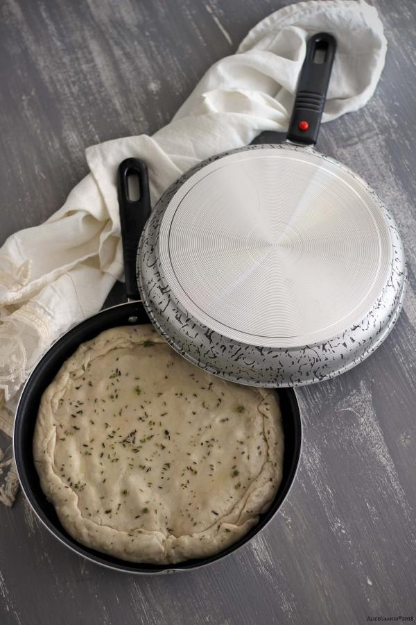 pizza-scarola-padella-stovetop