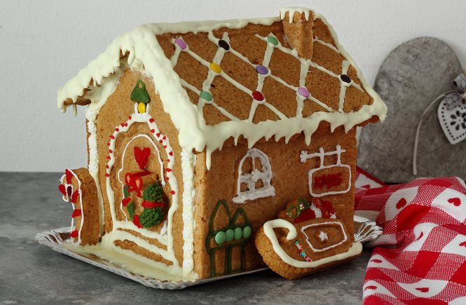 vegan-gingerbread-house